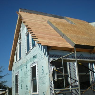 Getting full insulation coverage over the entire ceiling is easy with our e-SIP roof panels.